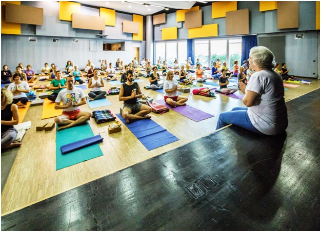 Guest-lecture-at-yoga-studio